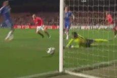 Gól Wayna Rooneyho rozhodl první čtvrtfinále Ligy mistrů mezi Chelsea a Manchesterem United