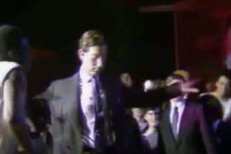 Princ Charles trsá na diskotéce!