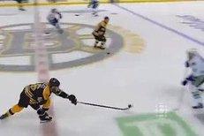 Parádní prihrávka Davida Krejčího na první gól Bostonu ve čtvrtém finále proti Vancouveru