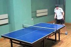 Tiger Woods si místo golfu zahrál ping pong