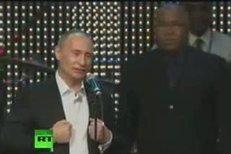 Putin se předvedl v poněkud netradiční roli