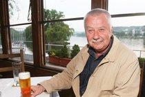 Ťukněte si s celebritou! Herec Ladislav Potměšil slaví 71!