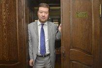 Okamura zaútočil na intimní život redaktorky:  Zestátnil bych televizi!