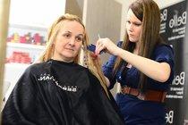 Tentokrát si Linda poradila bez služeb kadeřnice!
