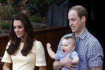 Princ George se ukázal všude po světě, ale Britové ho oficiálně viděli pouze jednou.