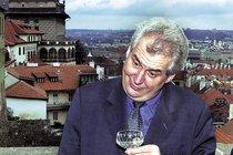 Miloš Zeman je prý na dietě. Že by si však nedopřál ani sklenku oblíbeného vína není pravděpodobné.
