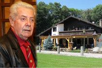 Přemek Podlaha se nechal okrást o tento hotel v šumavském Ostrovci.