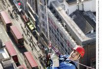 Kaskadér, který honil Bonda: V Číně se zřítil z helikoptéry!