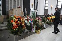 Smutný pohřeb Peterky (†94): Tohle si nezasloužil!