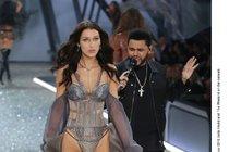 Přehlídka Victoria's Secret: Okukování bývalky a těhotná modelka!