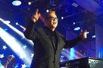 Ruský oligarcha: Pro vnučku koupil Eltona s Mariah ...a Banderase navrch!