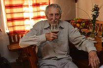 Ťukněte si s celebritou! Herec Lubomír Kostelka slaví 90