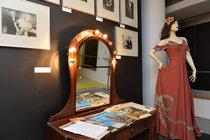 Unikátní výstava v Tančícím domě: 13 komnat První republiky - Šaty Adiny Mandlové (†81) a spoustu dalšího!