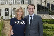 Brigitte Macron vypadá stále skvěle.
