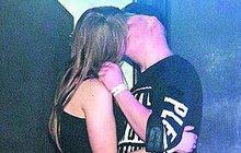 Artur Štaidl je samec po tátovi: Vášnivá líbačka s milenkou v podvazcích!