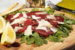 VIDEO: Hovězí carpaccio - luxusní pokrm, který zvládnete raz dva