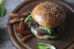 Foodblogerka Mona radí: Jak vybrat maso na hamburger a co dovnitř