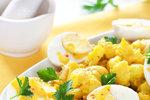 Květákový salát s vařenými vajíčky