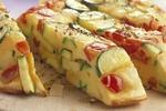 Omeleta s cuketou a rajčaty