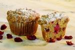 Muffiny s brusinkami a ořechy
