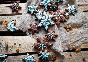 Nestíháte, ale chcete se o Vánocích chcete pochlubit několika druhy cukroví? Buďte mazané. Připravte si základní těsto a pak už jen experimentujte s příchutěmi.