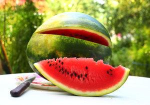"""Existuje hned několik """"fíglů"""", jak v obchodě poznat zralý a sladký meloun."""
