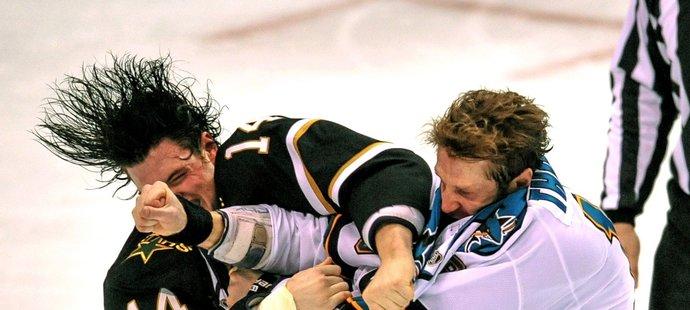 Joe Thornton ani Jamie Benn rváči nejsou. Když je ale potřeba, bitku zvládnou s klidem.