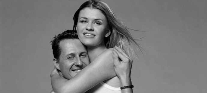 Ideální pár. Michael Schumacher s manželkou Corinnou. Ta mu teď dává naději na život