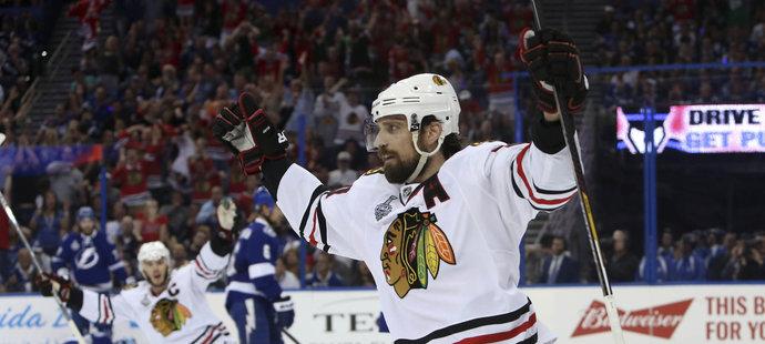 Patrick Sharp by se brzy mohl stát trojnásobným držitelem Stanley Cupu.