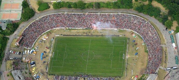 Úchvatný letecký pohled na stadion Za Lužánkami, kam na rozlučku Petra Švancary dorazilo na 35 tisíc fanoušků...