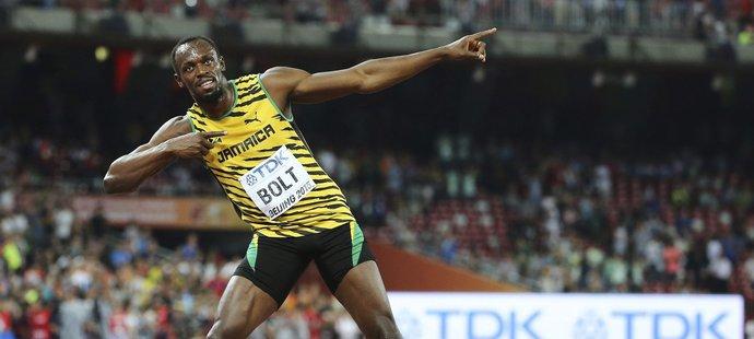 Bolt a jeho tradiční postoj.