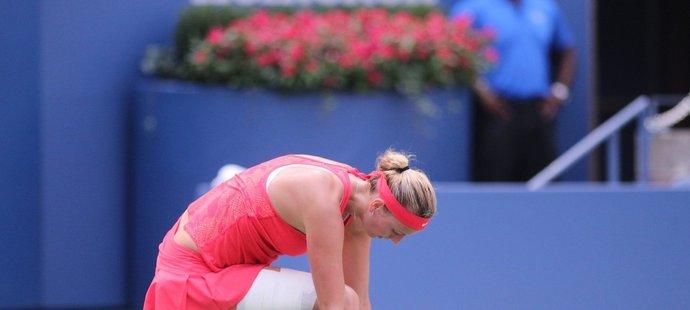 Znavená Petra Kvitová ve čtvrtfinále US Open s Flavií Pennettaovou