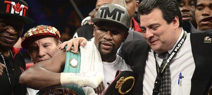 Výhra pro boxera znamenala i 32 milionů dolarů do kapsy.