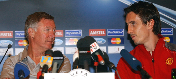 Trenér Manchesteru United Alex Ferguson před zápasem se Spartou v Lize mistrů v roce 2004