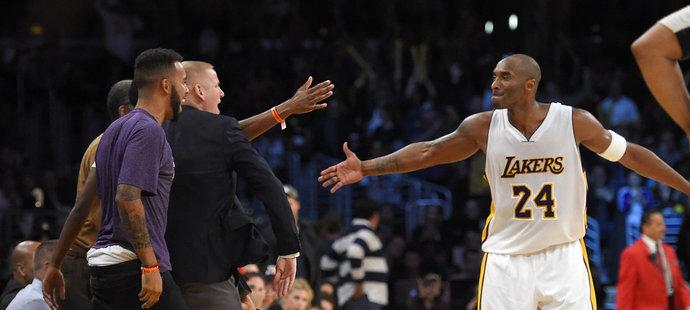 Bryant podržel své Lakers.