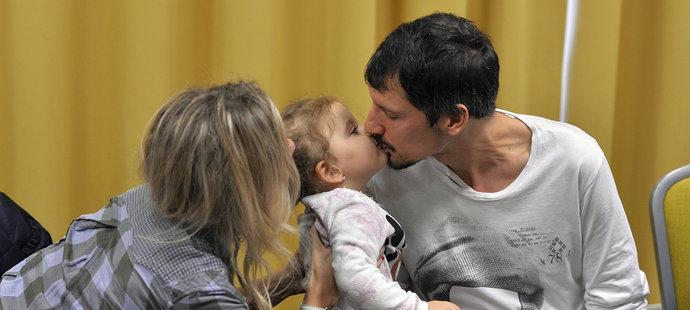 Při rozhovoru Mariána Čišovského doprovázela manželka Martina a jejich dcerka.
