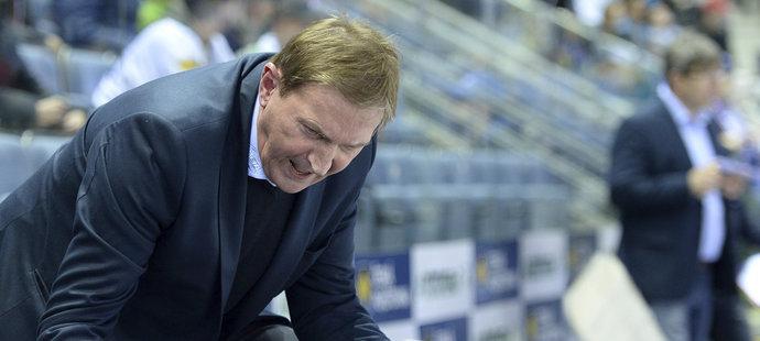 Alois Hadamczik koučuje brněnské hokejisty během utkání