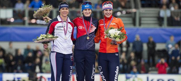 Martina Sáblíková na podiu, vyhrála o tři setiny sekundy
