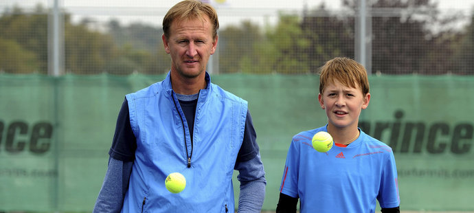 Tenisový grandslamový šampion Petr Korda (vlevo) se svým synem Sebastianem