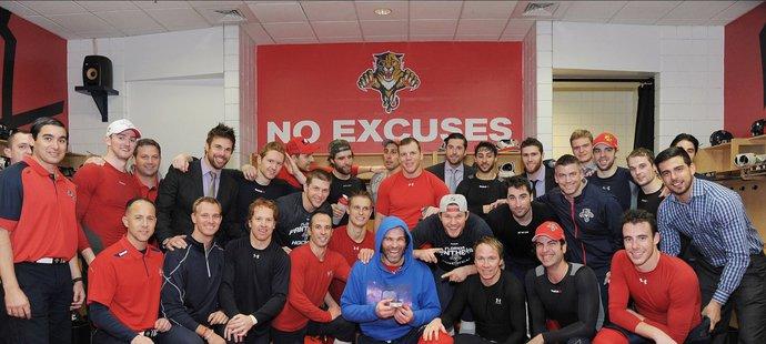 Třetí nejlepší střelec historie NHL Jaromír Jágr se svými parťáky z Floridy