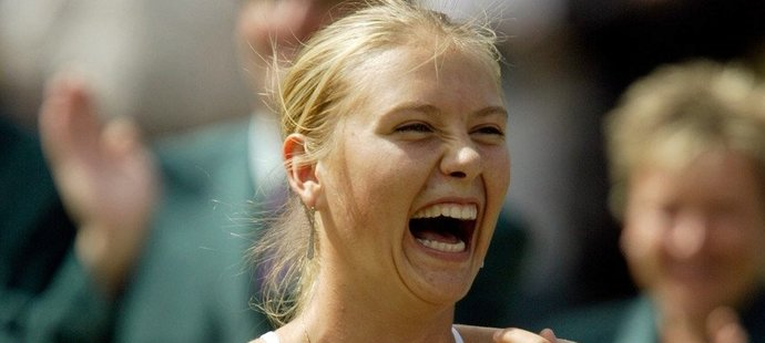 Ruská tenistka Maria Šarapovová se už v sedmnácti letech dočkala prvního triumfu na Wimbledonu