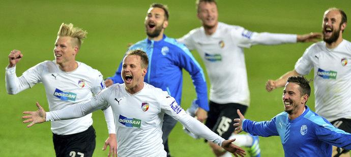 Fotbalisté Plzně slaví výhru na Spartě