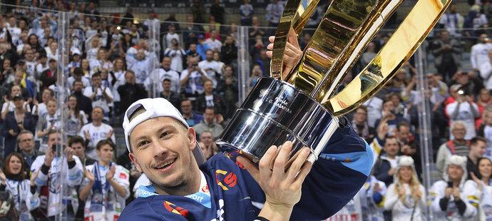 Martin Ševc s mistrovským pohárem