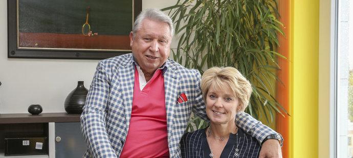 Manažer Miroslav Černošek s manželkou Petrou
