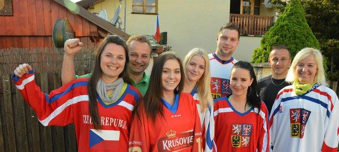 Pivo teče proudem a dobrá nálada panuje při mistrovství světa. To je nejběžnější způsob, jak Češi sledují hokej.
