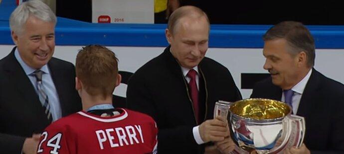 Vladimir Putin si dělá zálusk na předávání poháru kanadským mistrům světa, René Fasel se ale nedal
