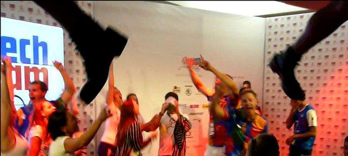 Tančilo se a brazilská caipirinha tekla proudem
