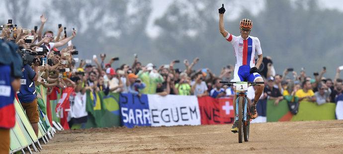 Jaroslav Kulhavý si dojíždí pro stříbrnou medaili v závodě bikerů na olympiádě v Riu