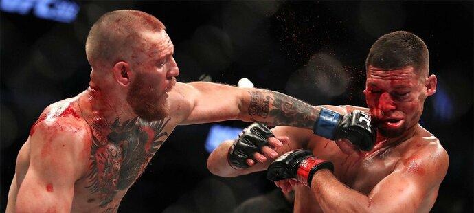 Vykouklo McGregorovi v utkání nádobíčko z trenek?