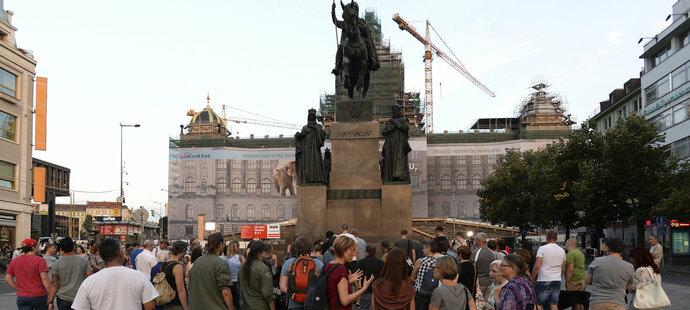 Lidé na Václavském náměstí uctili památku zesnulé Věry Čáslavské